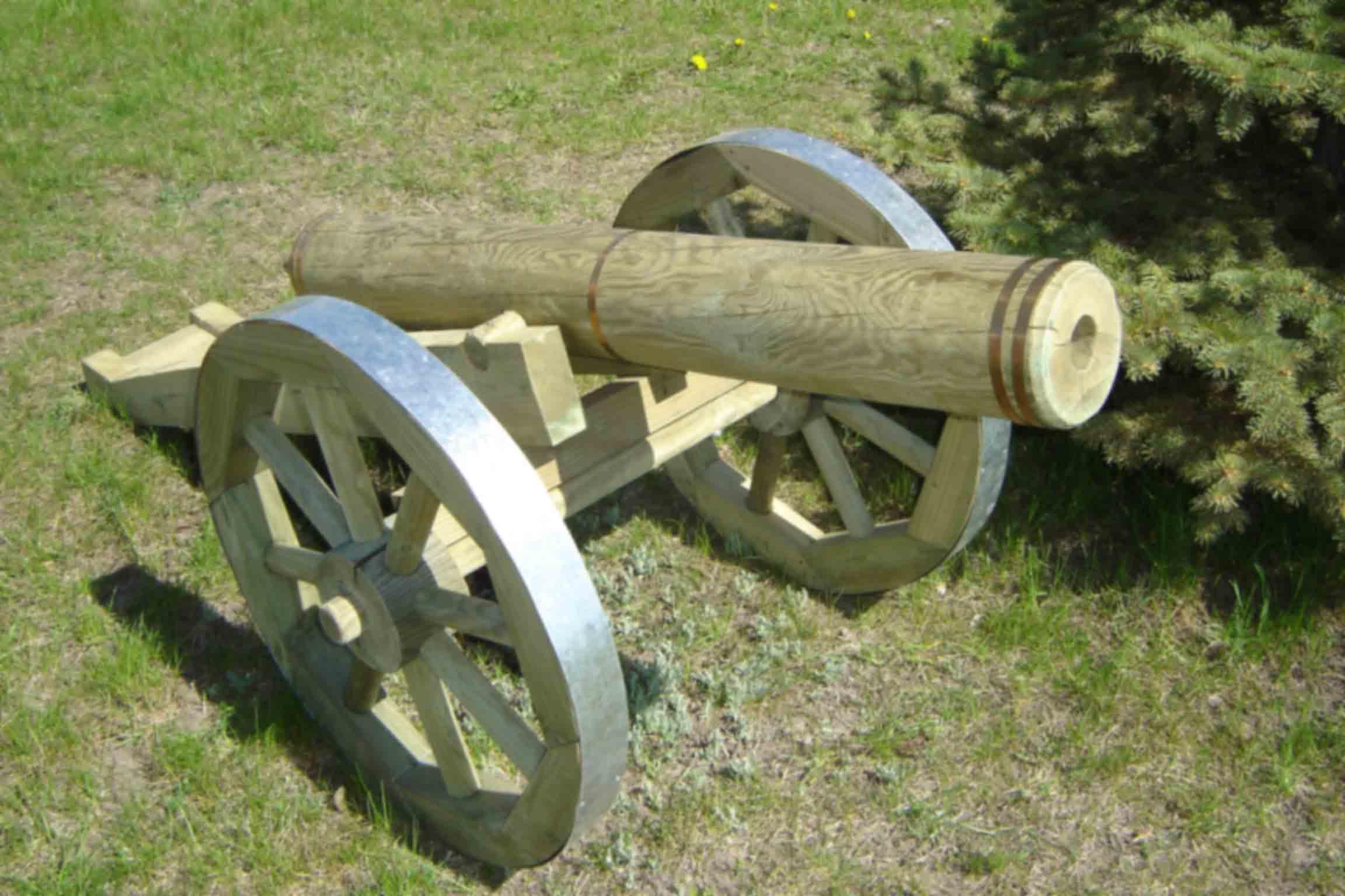 вам фото декоративные пушки из дерева если